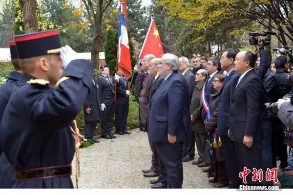 时任法国国防部长德勒里昂等高管参加纪念仪式