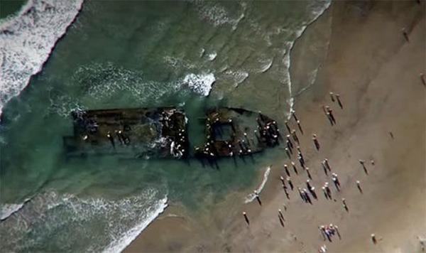 在美国加利福尼亚州海岸发现的一艘船只的残骸