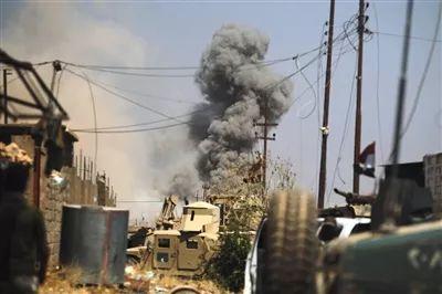"""▲当地时间8月29日,伊拉克政府军继续对""""伊斯兰国""""极端组织进行清剿。图/视觉中国"""