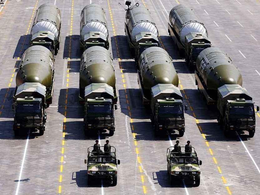 资料图:阅兵式上的东风-5B导弹