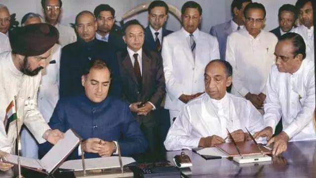 ▲资料图片:1987年,印度与斯里兰卡之间签订了历史性的和平协议。(印度得以借此出兵斯里兰卡)