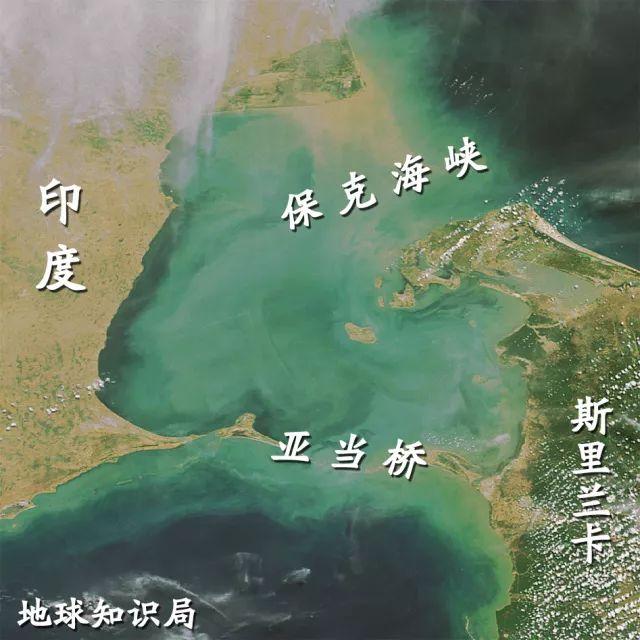 ▲亚当桥并非一座桥,而是一串珊瑚礁和浅滩。