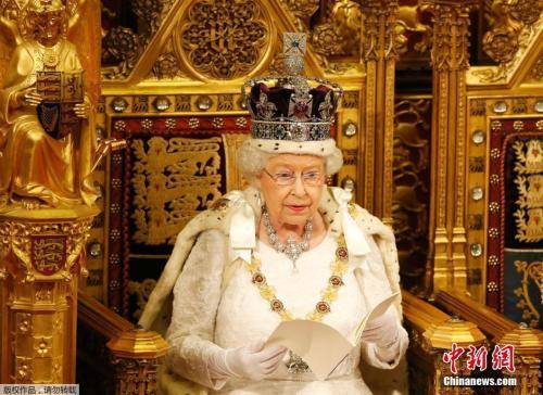 2016年5月18日,英国女王伊丽莎白二世出席新一届议会开幕仪式,公布新政府施政与立法计划。