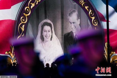 资料图:英女王结婚照。