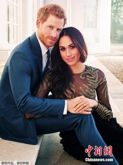 2017年12月22日消息,肯辛顿宫公布哈里王子与未婚妻梅根的在浮若阁摩尔宫拍摄的官方订婚照。