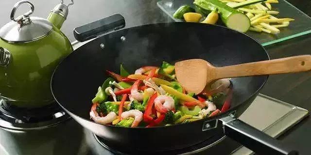小心容易致癌的5种做菜习惯 每个中国家庭都常见