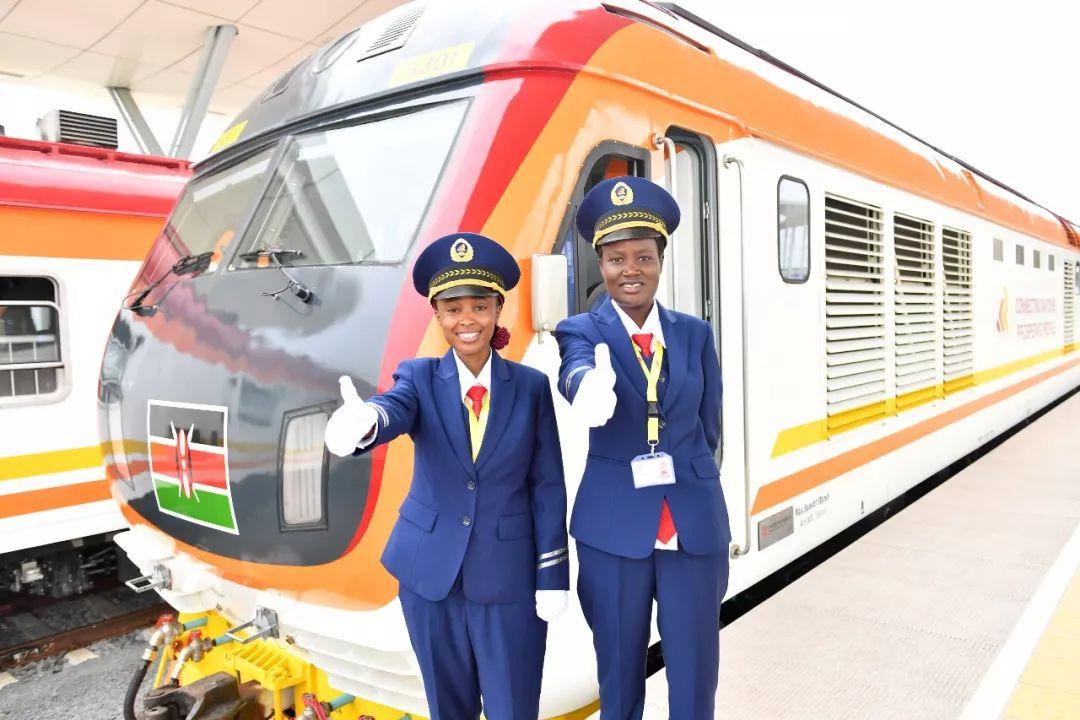 由中国企业承建的肯尼亚蒙巴萨-内罗毕标轨铁路(蒙内铁路)于2017年5月31日正式通车。(新华社记者孙瑞博摄)