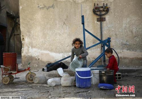 叙利亚大马士革小镇千疮百孔,孩子避难所中生存。