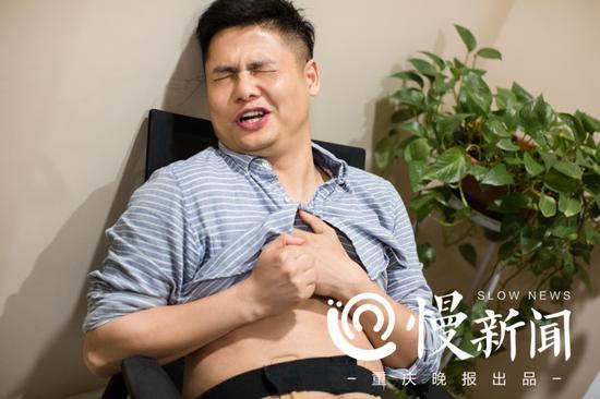 冯先生在进行疼痛体验