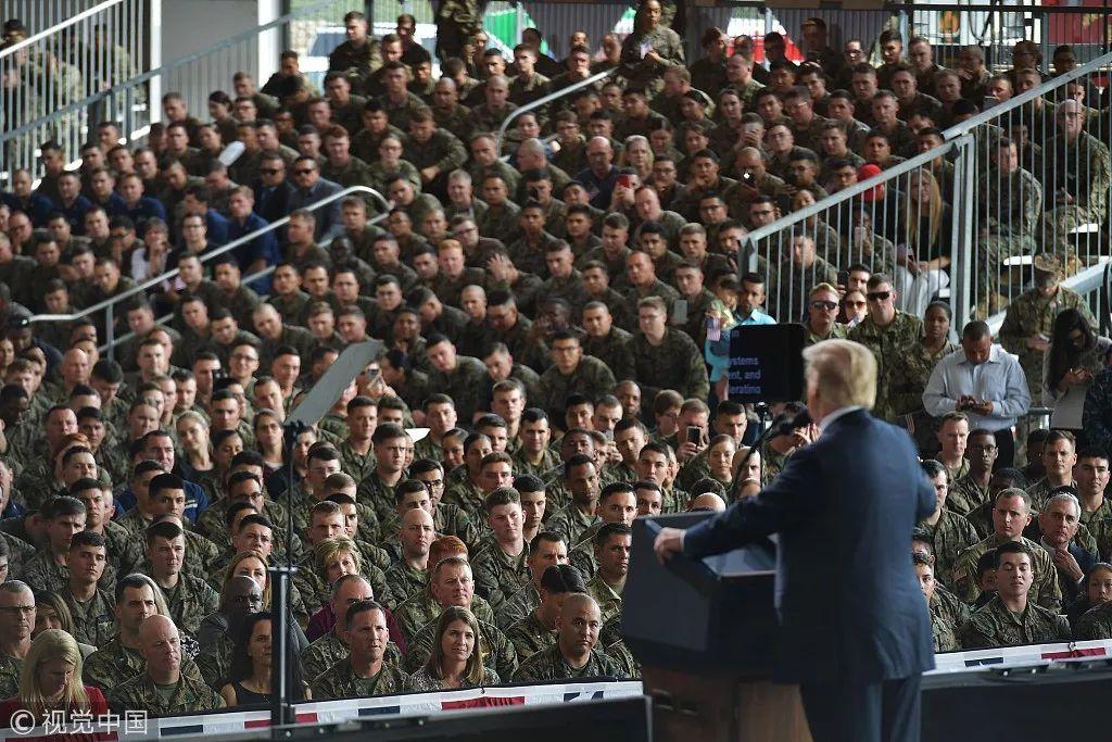 ▲资料图片:2018年3月,特朗普到米拉马海军陆战队航空基地视察并向美军将士发表讲话。(视觉中国)