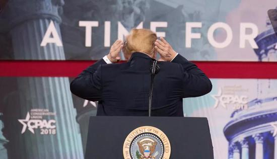 ▲美国总统特朗普的背影(ZUMA)