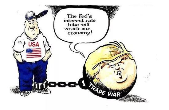 """▲[到底是谁拖了后腿?]美国总统特朗普近日公开批评美联储最近的加息措施,他说:""""美联储加息会损害我们的经济!""""其实真正拖累美国经济的是他发起的贸易战。(美国报刊漫画家协会网站)"""