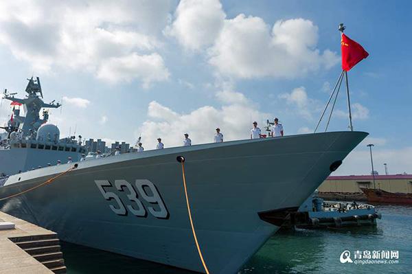 芜湖舰即将离码头 本文图均为 青岛新闻网 图