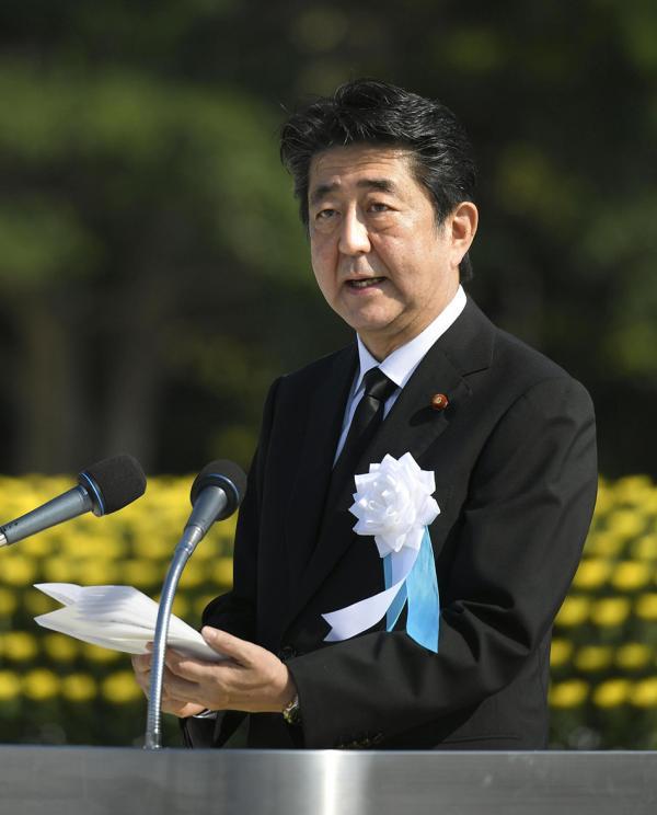 当地时间2018年8月6日,日本首相安倍晋三出席广岛原子弹爆炸73周年纪念仪式。视觉中国 图