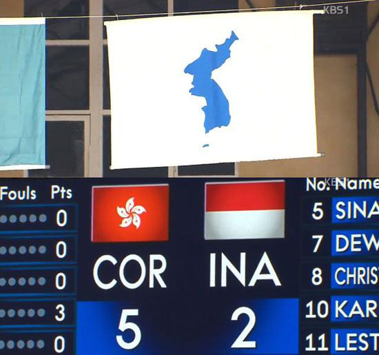 朝韩联队对阵印尼的比赛,屏幕上显示中国香港紫荆花旗和印尼国旗。来源:KBS