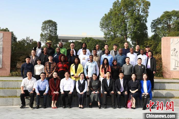 浙江温州19名南非留学生结业:把知识和回忆带回家