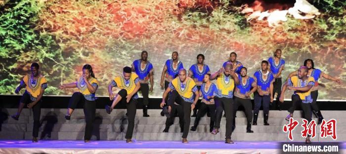 南非留学生带来的《南非狂欢之夜》表演。 温州职业技术学院供图 摄