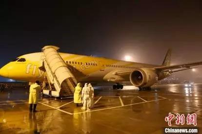 资料图:航班抵达。(方骏清/摄)