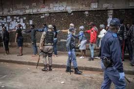 """南非警察部部长:超2000人因违反疫情期间""""封锁令""""被逮捕"""