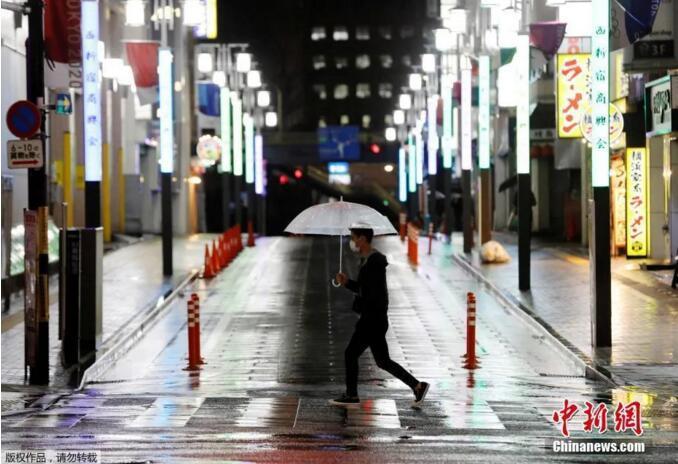 """资料图:4月16日晚,日本首相安倍晋三正式宣布,将""""紧急事态宣言""""适用范围扩展至日本全境,持续时间至5月6日。(图片来源:<a target='_blank'  data-cke-saved-href='http://www.chinanews.com/' href='http://www.chinanews.com/' >中新网</a>)"""