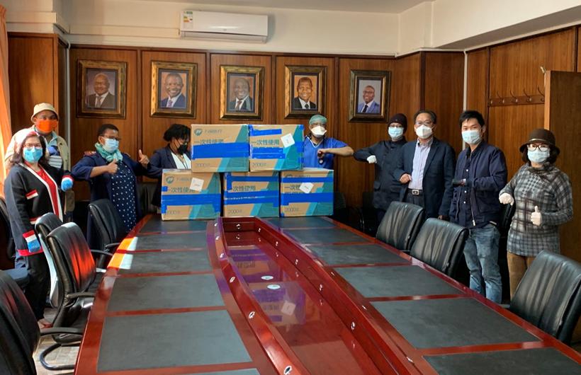 南非热心华人向当地医院捐赠医疗物资携手渡难关