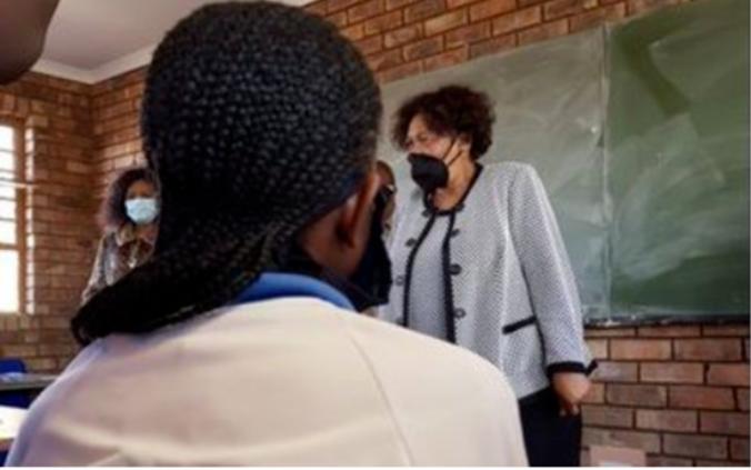 南非基础教育部长-因为COVID-19而推迟学年不是一种好的选择
