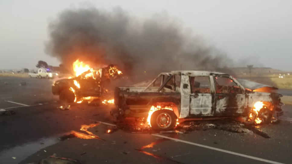 戏剧性的抢劫?自由州省运钞车抢劫犯烧毁用来逃跑的汽车!