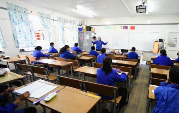 新的封锁政策:允许学校恢复部分体育运动