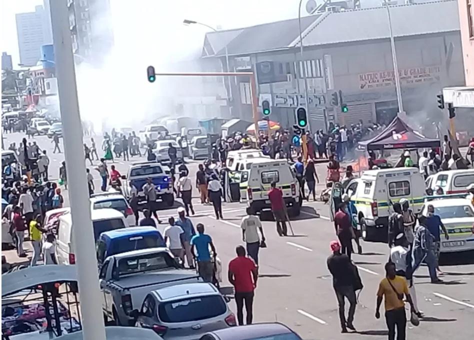 外籍公民再次遭遇排外袭击,德班市中心的商店被汽油炸毁