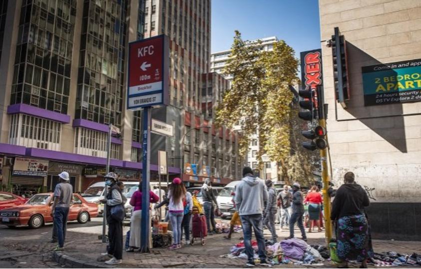 南非面临着经济的双重打击