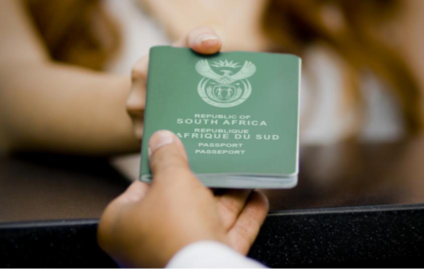 """南非计划采用Covid-19""""旅行通行证"""""""