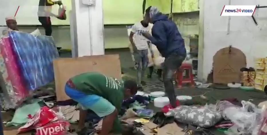 感觉就像战争!一名医生详细描述了在祖玛暴力骚乱期间,约堡市中心诊所里残酷的场景