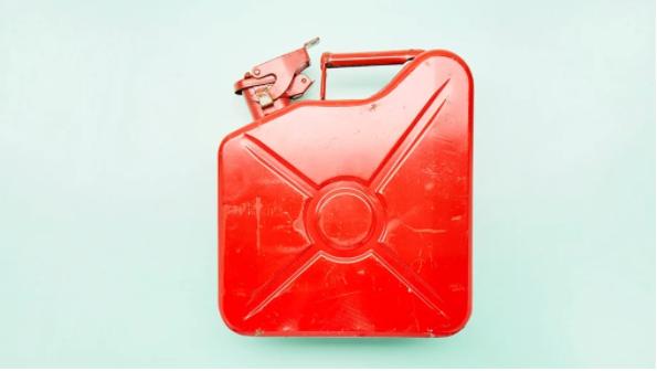 南非禁止用便携式容器储存汽油,以应对动乱和抢购