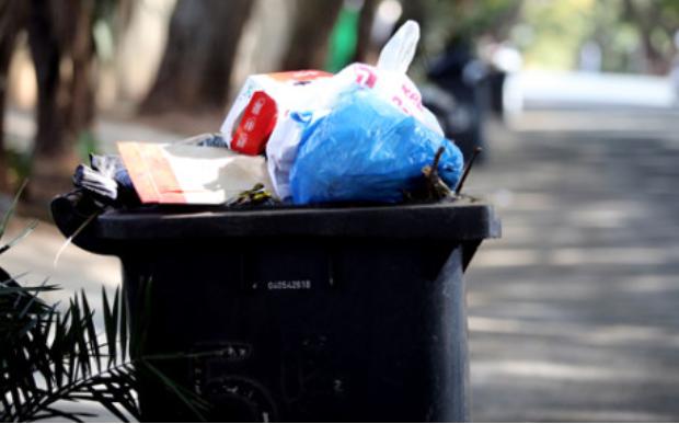 茨瓦尼市承诺在合同失效后继续清理积压的垃圾