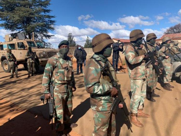 南非总统部署2000多名SANDF士兵以协助封锁Covid-19的工作