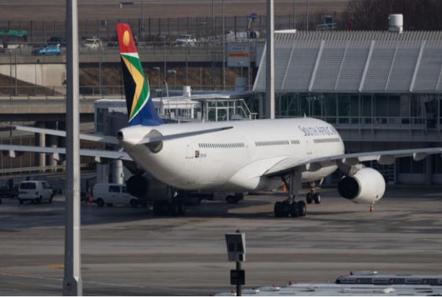 """南非航空公司有争议的疫苗飞行被称为""""宣传噱头"""""""