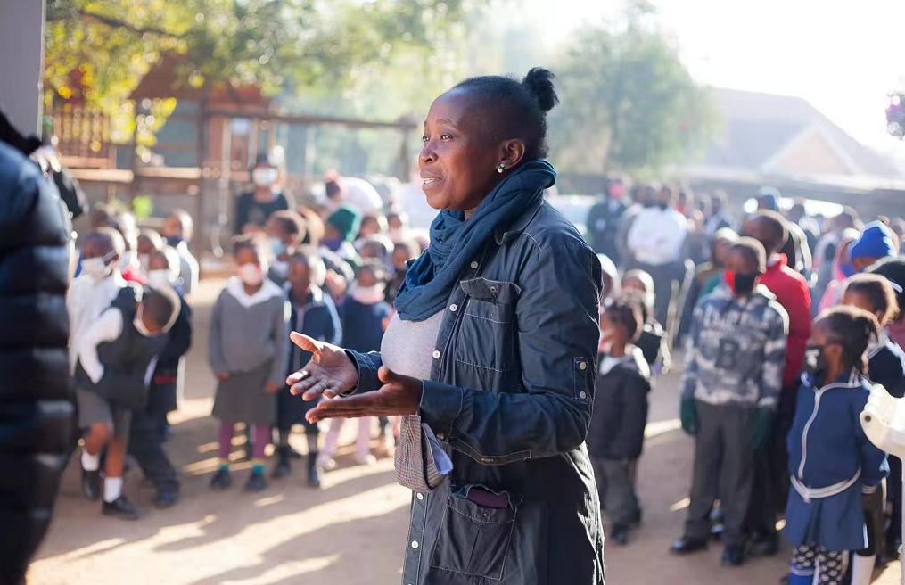 帮助南非贫困学生读书识字!生命典藏基金会向2所小学捐赠图书