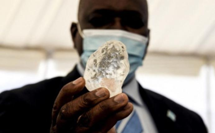 """博茨瓦纳称发现世界""""第三大""""钻石"""