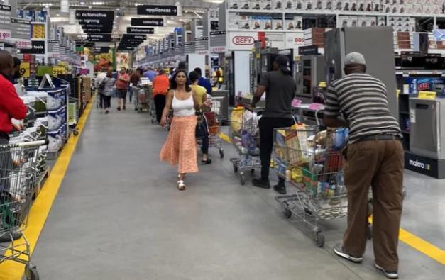 上周的暴力和抢劫将以8种方式冲击南非