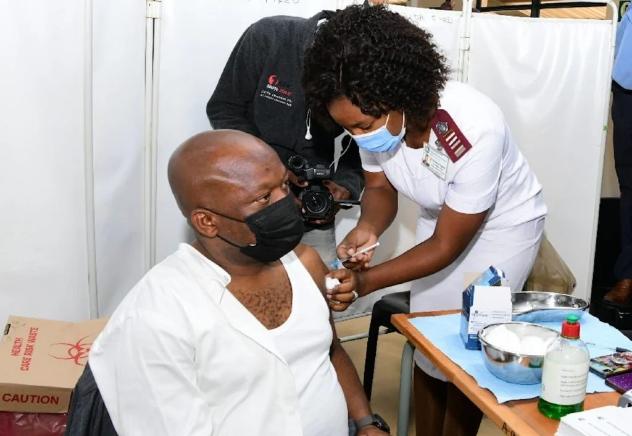 """""""疫苗完全没有问题""""——夸省总理齐卡拉拉在接种后表示"""